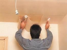 Оклейка потолков бумажными обоями - как сделать это правильно?