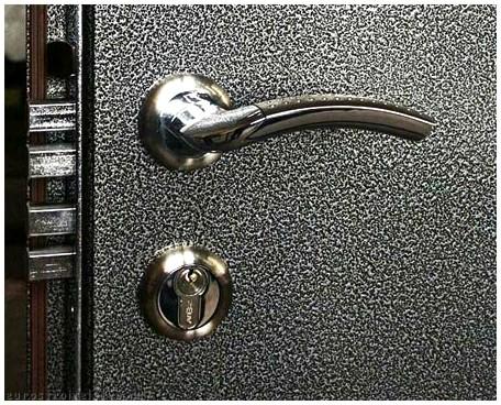 Простая металлические двери – сложное решение