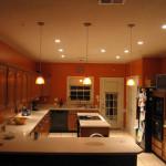уютный дизайн освещения на кухне