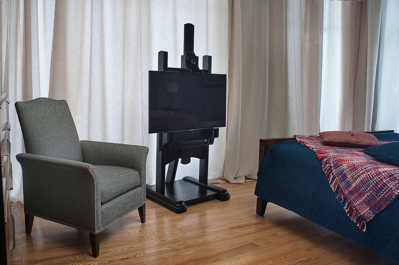 стильная стойка под телевизор в виде мольберта